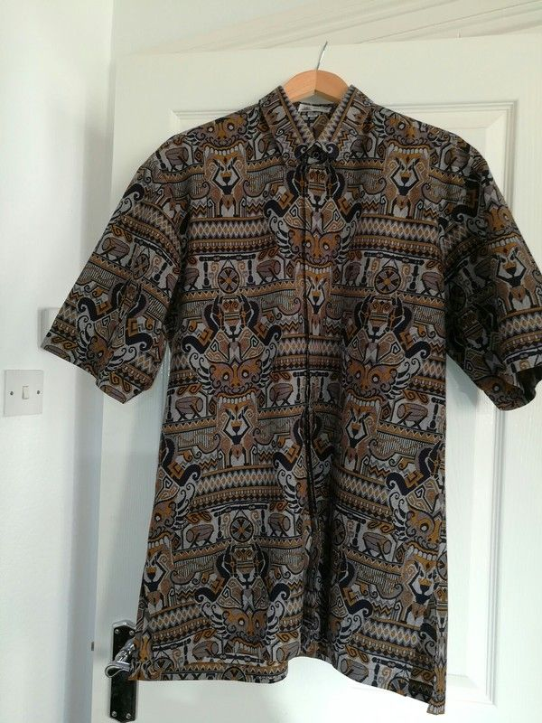 ce4e106a Indonesian shirt | DebbyDoras Vinted Shop | Printed shirts, Shirts, Men