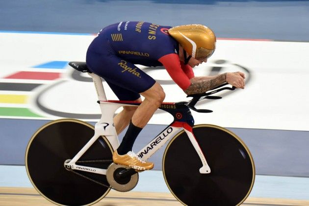 Bradley Wiggins setting the UCI Hour Record  2015
