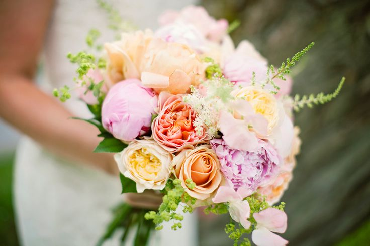 Weddingflowers in bright, soft, pastel colors. Love it!