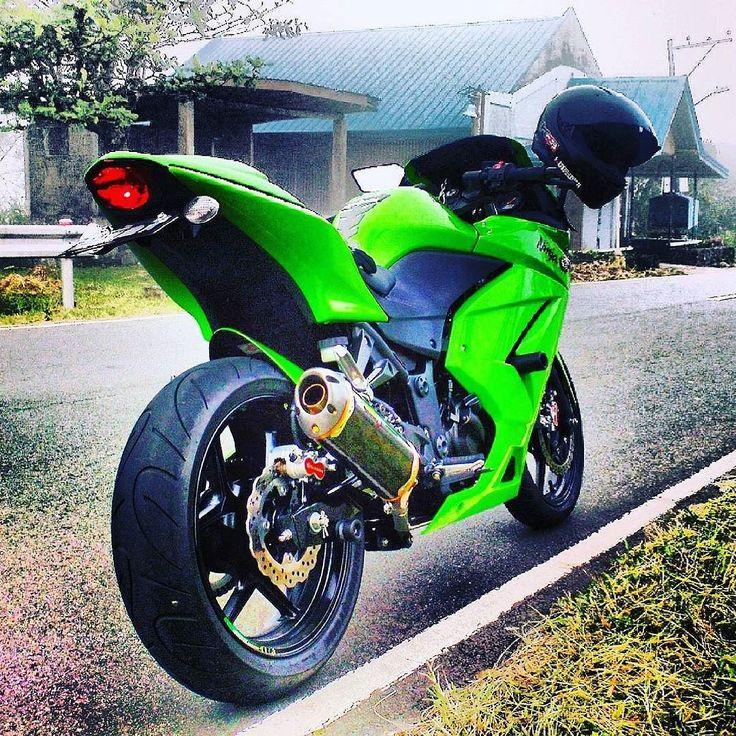 Go green  #2015 #oldie #ride #lavasa #kawasaki #ninja #ninja250 #beast #soloride #thh #helmet #akrapovic #silencer #dbkiller #off #petal #discbrakes #michellin #nomudguard #thatasstho #evergreen #cold #awesumclimate #instapic #peace by mannubot09