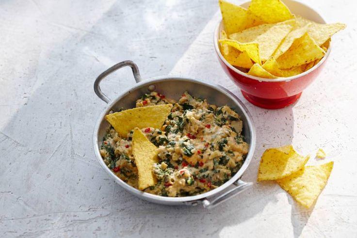 Kijk wat een lekker recept ik heb gevonden op Allerhande! Spinazie-artisjokdip met nacho's