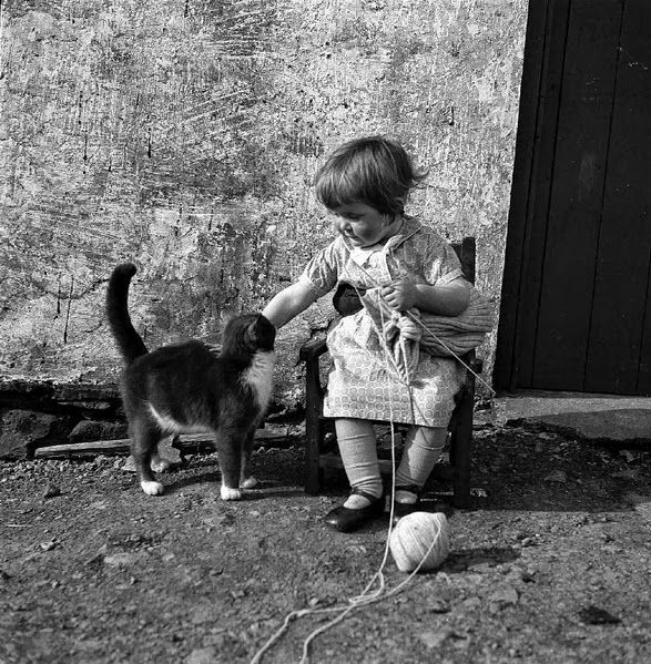 vintage everyday: Girl with Cat, ca. 1930s