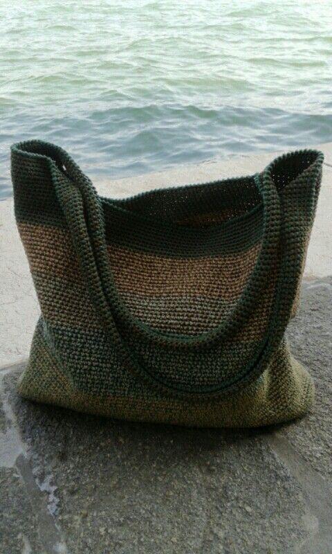 """Borsa """"Borsa foglia"""", lavorazione a uncinetto in filo di cotone. Ideata e realizzata da Silvia Silvan, Venezia."""