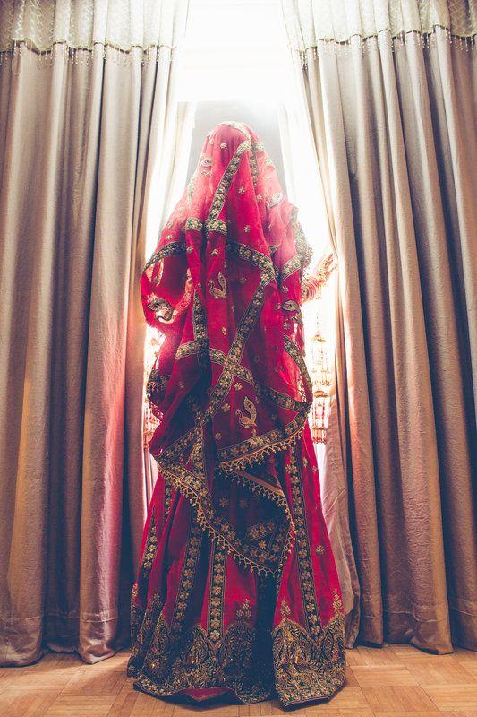 Minutes before. Gorgeous moment catched by Avnish Dhoundiyal, Delhi  #weddingnet #indian #wedding #lehenga #bride #india #dress #decoration #decor #indianwedding #weddingphotography
