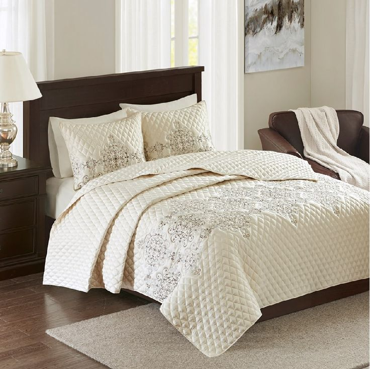 81 best Bedspreads and Coverlets images on Pinterest | Bed linen ... : light quilts and coverlets - Adamdwight.com