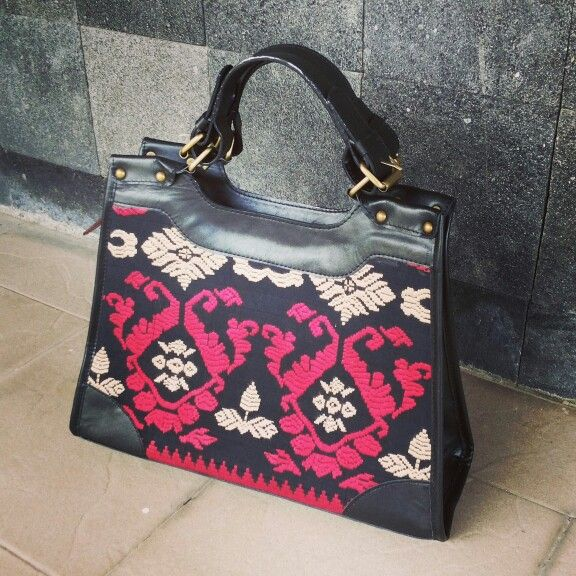 verlyz bag : Indonesian traditional textiles combined with genuine Indonesian cow leather ☎ wa 081365541645  verliya.g@gmail.com  verlyz.com