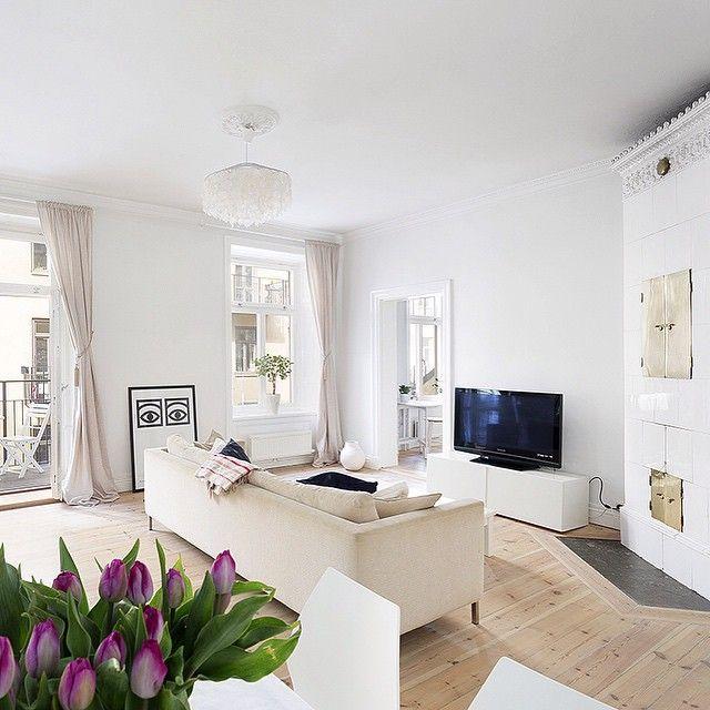 Min fina lägenhet, snart ska jag inte bo hos dig längre .#lägenhettillsalu #kungsholmen #rådhuset #sekelskifte #vardagsrum #tvårumochkök