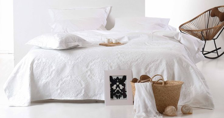 Luxury and quality are the words spoken by the Roxane linens. Discover more in www.kazakidis.gr