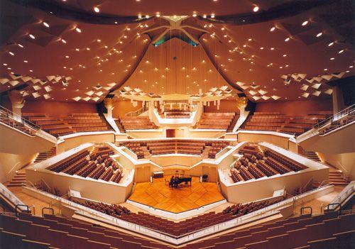 Pl 29 Scène de la Philharmonie de Berlin