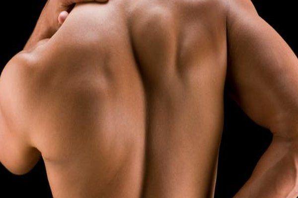 Que algunos somos más sensibles que otros a las agresiones externas en nuestra piel es un hecho. Es verdad que hay gente a la que nunca le irrita nada la piel y a otros se nos pone roja sólo con tocarla. Simplemente no podemos evitar las alergias de la piel. ALERGIAS DE LA PIEL Piensa …