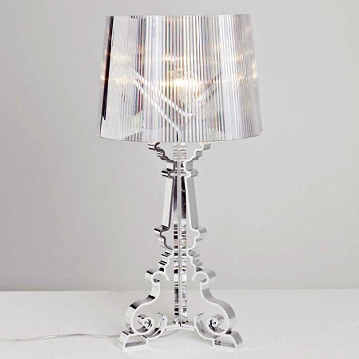 Kartell Bourgie lampada da tavolo in policarbonato trasparente nel colore cristallo, accesa crea un gioco di mille riflessi. Dimmer su filo.