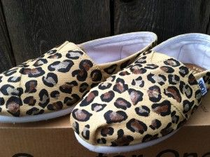 Cool DIY ideas for TOMS shoes