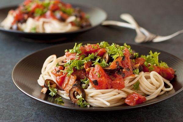 Paradicsomos, olívás spagetti - MINDENMENTES