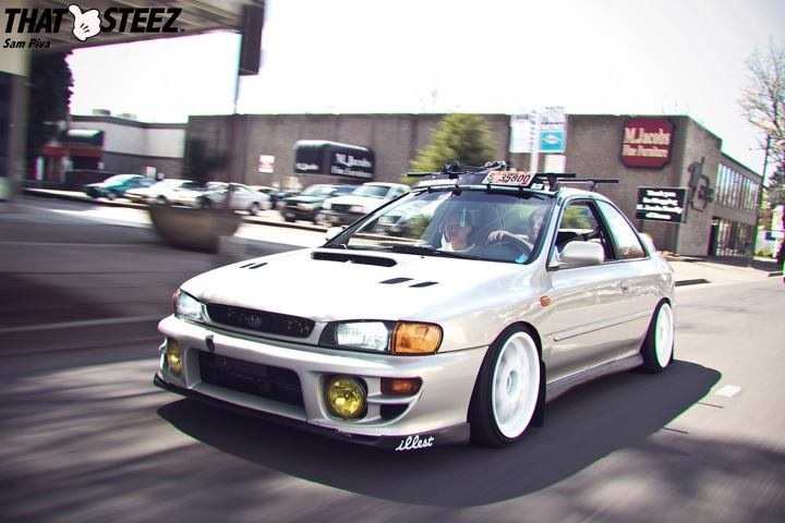 GC8 <3!! Should I Do The YELLOW Drivin Lights On My White 01??? Hummmm....