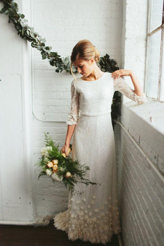 Suchen Sie nach einer entspannten, romantischen Atmosphäre? Dieses knochenweiße, elfenbeinfarbene oder roséfarbene Kleid könnte