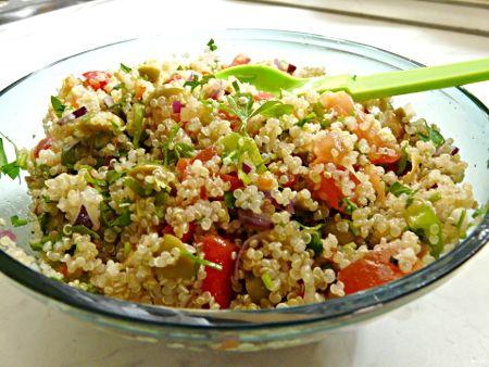 Quinoa saláta olívabogyóval