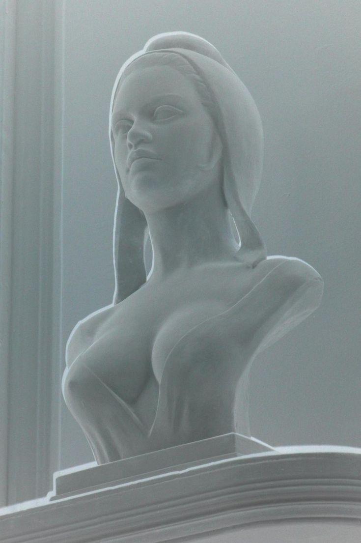 Buste de Marianne sculpté par Aslan d'après l'actrice française Brigitte Bardot by Praticien