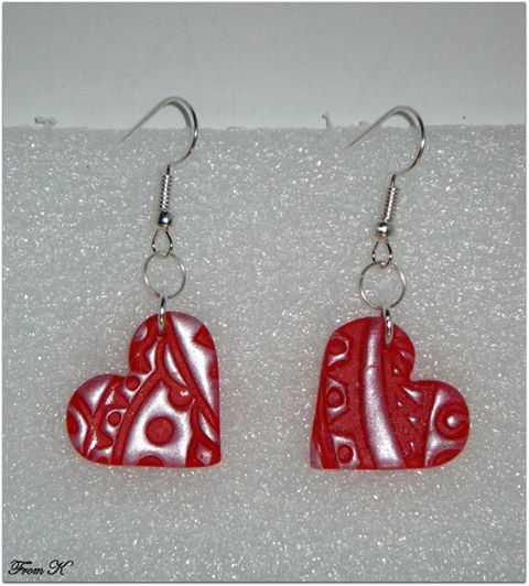 Vintage Candy Red Heart Earrings. These unique earrings are made with heart shape polymer clay beads. Polymer Clay was imprinted with a beautiful vintage print and have been sanded, buffed and sealed for a silky smooth finish. The design is modern, so it can be worn with both casual and formal outfits. About 3,5 cm long with ear piece. 8.00 Ron
