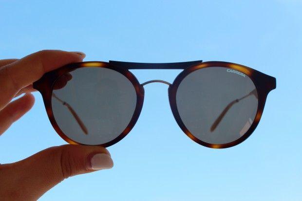 Un regalo per voi, un paio di occhiali da sole Carrera a vostra scelta