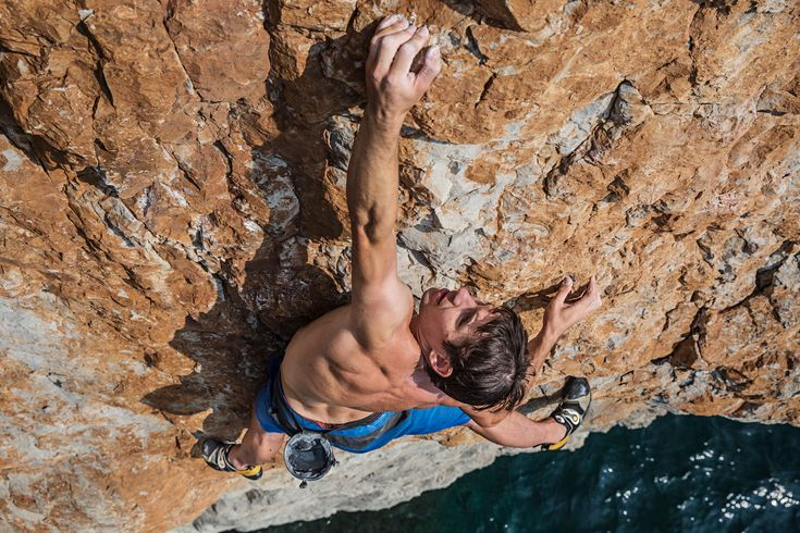 Picture of Alex Honnold climbing a cliff in the Gulf of Oman