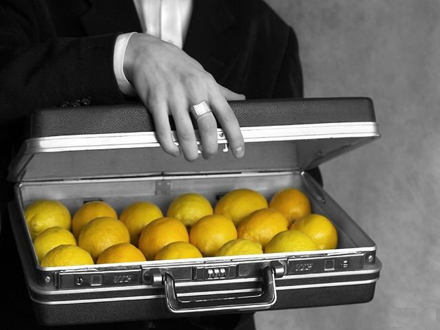 В январе 2014 года Служба исследований HeadHunter провела опрос среди 1935  работников компаний и выяснила, что подарки от клиентов, заказчиков и подрядчиков не всегда представляют собой милые, приятные и безобидные сувениры.