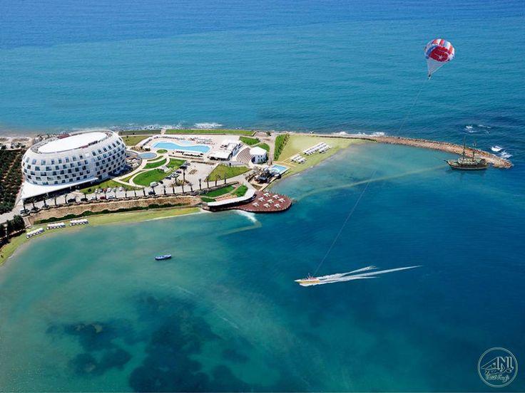 Muhteşem bir koya evsahipliği yapan Sentido Gold Island sizi Akdeniz'in turkuaz sularına ulaştıracak. Bu enfes tesiste tatil yapmak için Anı Tur'u takip etmeniz yeterli.