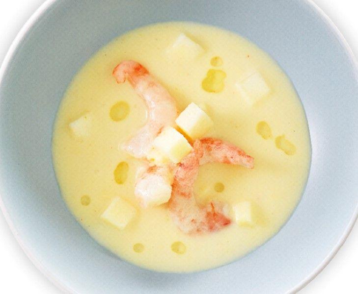 Fris zure zuurkoolsoep met gamba's en appel. Naar recept van sterrenkok Lucas Rive