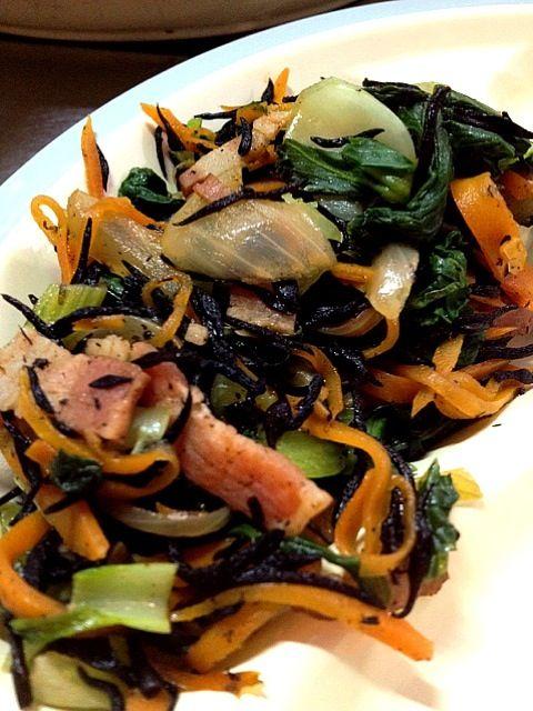 ベーコンひじきの青菜あえ - 3件のもぐもぐ - ベーコンひじき煮の青菜あえ by yukokm