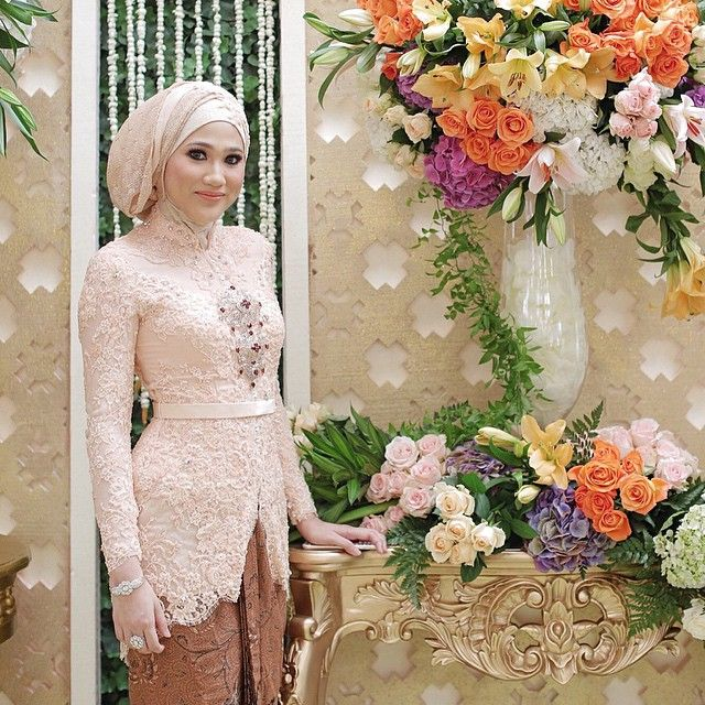 @nadiabellakartika ... #siraman #hijab #hijabers . . . Photo : @lemotionphoto  Make up : @anpasuha  Kebaya : @verakebaya . . .