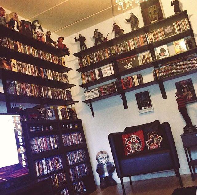 Horror decor books pinterest house inredning och for Movie home decorating inspiration