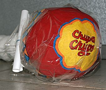 chupachup- een grappige surprise voor iemand die van snoepen houdt!