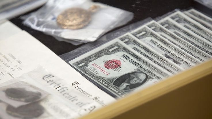 Coins from 1622 shipwreck, Chicago World's Fair souvenirs among forgotten items going to auction. #unclaimedmoney #lostmoney #oldcoins #shipwreck #souvenirs #auction http://www.chicagotribune.com/news/chicagoinc/ct-frerichs-auction-0728-chicago-inc-20170727-story.html