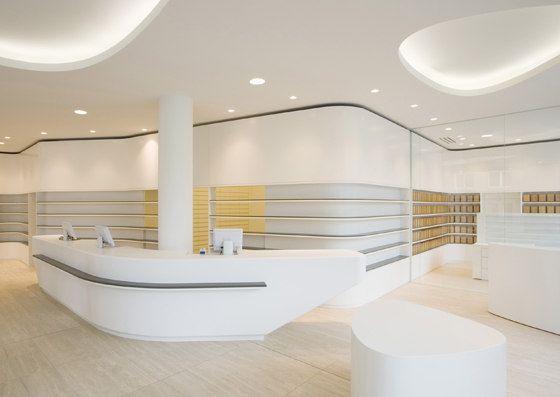 Die Friedrichstadtapotheke stellt dynamisch und transparent das ursprüngliche Handwerk der Apothekerzunft in den Mittelpunkt: das Anfertigen von..