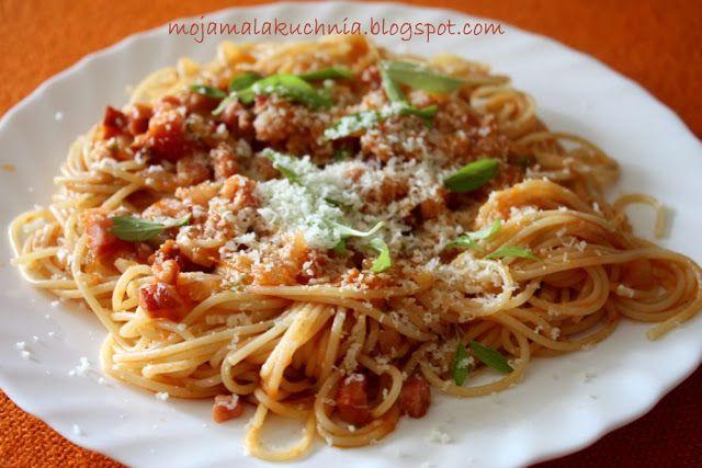 Moja Mała Kuchnia: spaghetti w sosie pomidorowym z boczkiem