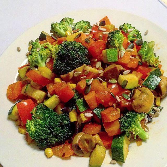 #Leberfasten Tag 28/28 #Gemüsepfanne zum #Abendessen  Das gab es gestern abend und heute geht es dann in die Stabiphase   #dinner #eatclean #abnehmen #gesundessen #lowfat #lowcarb #highprotein #food #healthyfood #fitgirl #fitlife #gymgirl #girlswholift #fitfam #fitnessaddict #fitness #sport #workout #protein #vegetarisch #vegetarian #veggiebuzzing