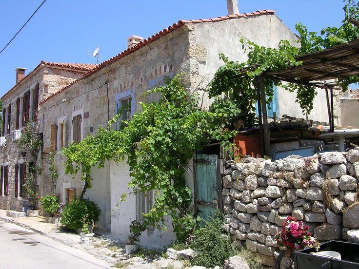 Merkezde eski Rum evleri - Foça - Yavuz Peker by Yavuz Peker