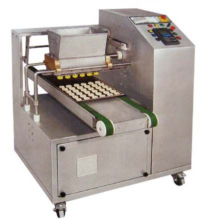 Bakery Biscuit Making Machine We introduce ourselves as the leading and super quality Biscuit/Industrial Oven and Biscuit machinery manufacturer in India.Operation Of The Are Machines Is Very Simple