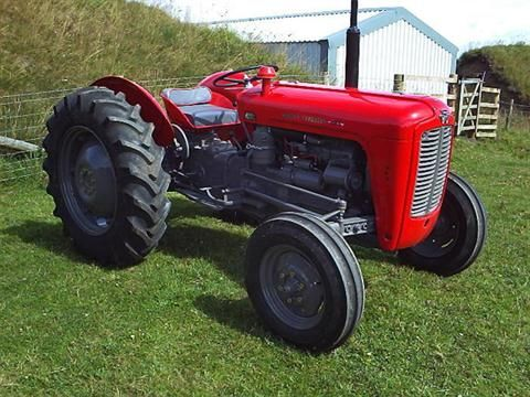 MASSEY FERGUSON 35 3cylinder diesel TRACTOR A recently fully restored example…