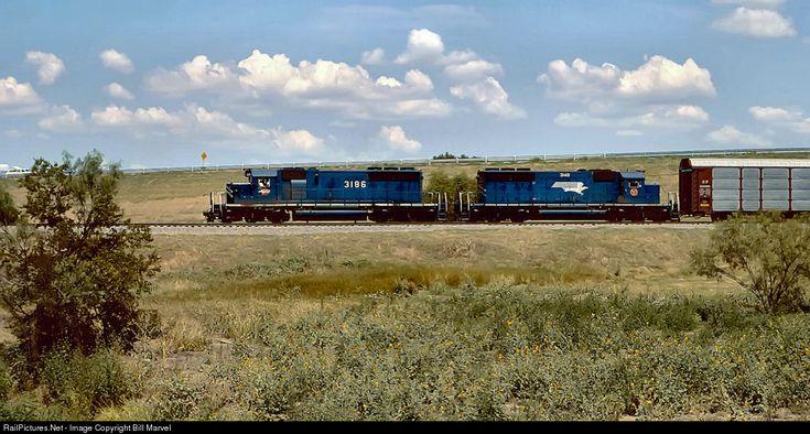 RailPictures.Net Photo: 3186 Missouri Pacific EMD SD40-2 at Grand Prairie, Texas by Bill Marvel