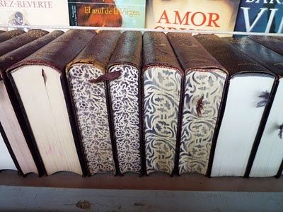 how to paint the edges of your books to make them more decorative