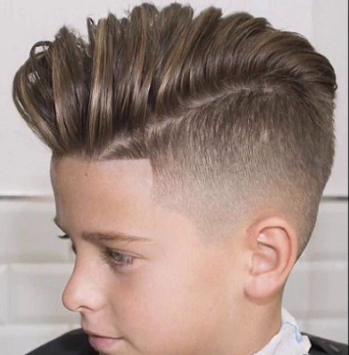En este nuevo artículo les voy a presentar los20 cortes de pelo mas modernos para niños. Son cortes de pelo muy fáciles de hacer y lo mejor de todo es que son muy modernos yprácticosde llevar Con estos cortes de pelo, los niños no tienen que preocuparse de nada. Son muy frescos, sencillos y totalmente …