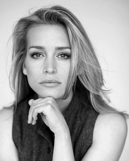 #B #Portrait  Piper Perabo - actress, producer, born 10/31/1976 Dallas, Texas