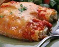 Pâtes farcies de fromage avec sauce crémeuse aux tomates : http://www.cuisineaz.com/recettes/pates-farcies-de-fromage-avec-sauce-cremeuse-aux-tomates-36699.aspx