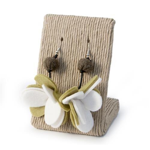 ORECCHINI EMILY VERDE MILITARE  -  Orecchini in metallo anallergico con pendente in lana cotta a forma di fiore.