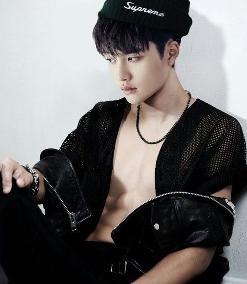 #D.O. i believe this is the first time ive ever seen d.o.'s chest like that it nice lol
