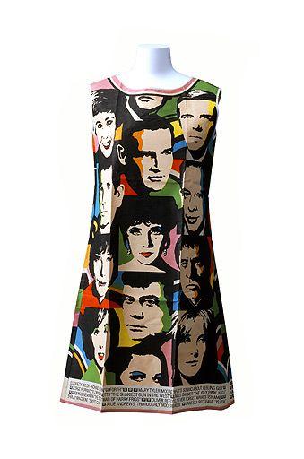 Vestido mini (1968). Este vestido, hecho en papel, no tejido y barato, representa un dibujo estampado basado en una serigrafía de Warhol; ejemplo perfecto de la inclusión del pop art en la moda 'prêt-a-porter