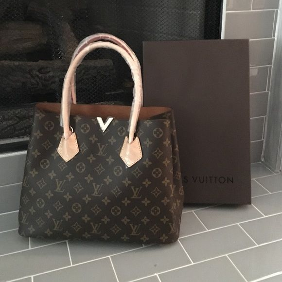 Louis Vuitton Kensington Tote Bag Pre-Owned Like New. Measurements 34x26x15cm Louis Vuitton Bags Totes