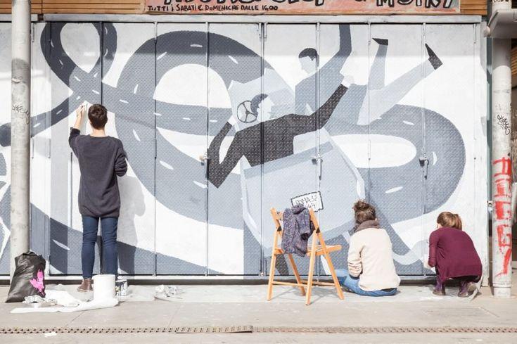"""Repubblica Roma è anche suFacebook</b>eTwitter </b><br/>Il cinema per riqualificare il rione Trastevere e un luogo nevralgico del quartiere come piazza San Cosimato. Sulle serrande dei banchi del mercato al posto della vernice grigia metallo, tag e graffiti sono spuntate giorno dopo giorno, rivisitate nei colori e in chiave grafica, undici scene di altrettanti film girati in città: da """"Ladri di biciclette"""" a """"Un sacco bello"""", da """"Brutti, sporchi e cattivi"""" a """"Roma città aperta"""". I ..."""