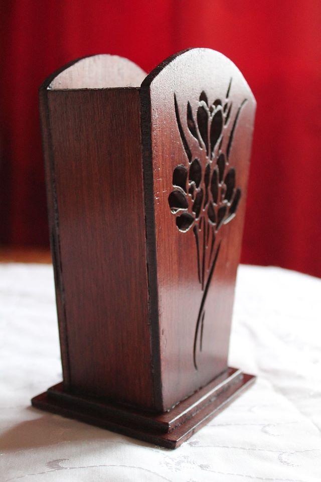 un vase en bois r alis avec ma scie chantourner manuelle dentelle de bois et chantournage. Black Bedroom Furniture Sets. Home Design Ideas
