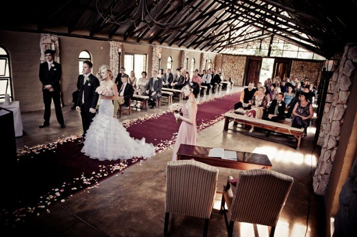 Tres Jolie is a country wedding venue situated on 5 hectre estate in Ruimsig, Gauteng. The venue is accessible to all major centres of the region and the tranquil estate offers the bride and groom an ideal location for their wedding day.